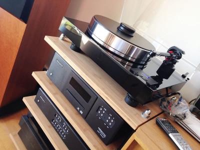 Platine vinyle ProJect Xtension 10 Evolution: le livreur vient de larguer une belle caisse, finalisant un magnifique ensemble au rendu très haut de gamme !